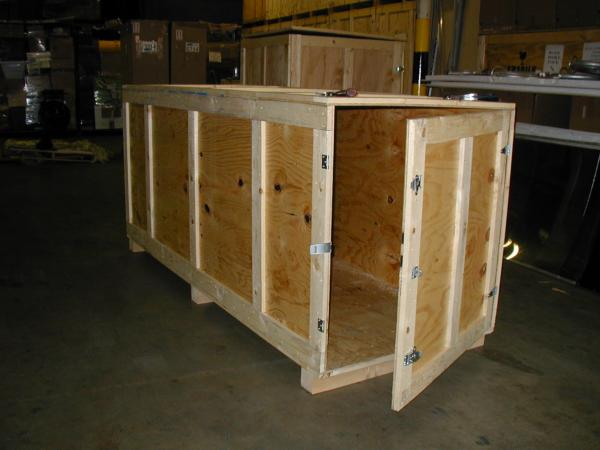 a large wooden box for the international ocean freight