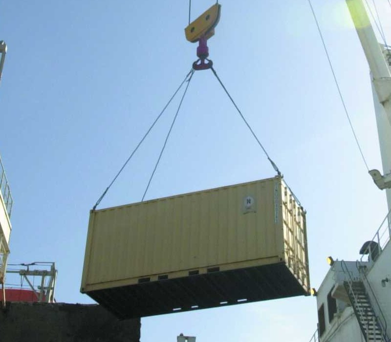 International shipping of seafreight containers